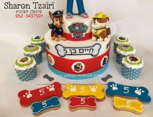 עוגת יחידת החילוץ עם עוגיות וקאפקייקס תואמים