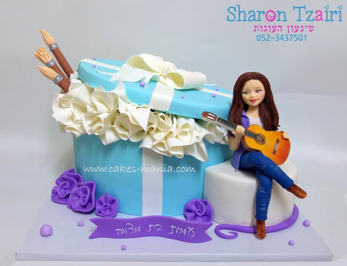 עוגת בת מצווה לילדה שמציירת ומנגנת בגיטרה