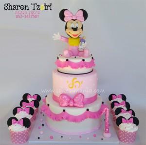 עוגת קומות מינימאוס תינוקת וקאפקייקס תואמים