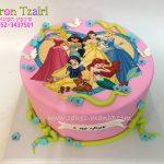 עוגת יום הולדת מעוצבת מבצק סוכר נסיכות דיסני לב ורוד