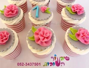 קאפקייקס פרחים תואמים לעוגה