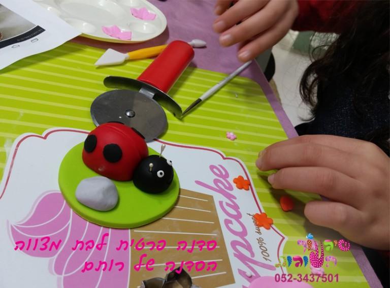 הפעלה מתוקה ליום הולדת מבצק סוכר לילדים יום הולדת בנות של מיניונים, בית מארח עוגיות חנוכיה, הפעלה פרטית לבת מצווה יפינת וקאפקייקס