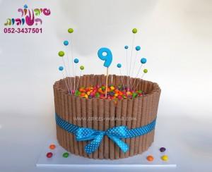 עוגת ממתקים גבוהה עם סקיטלס