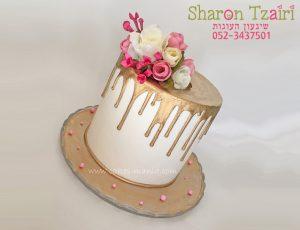 """עוגה """"נוטפת"""" אלגנטית עם פרחים"""