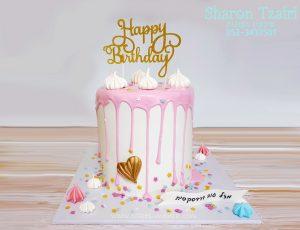 עוגת יום הולדת בהפתעה לחברה עם נטיפים ונשיקות