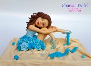 בלרינה בשמלת פרחים מבצק סוכר להנחה על עוגה ביתית