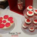 שולחן מתוק לאירוסין בקונספט לב אהבה אדום ולבן