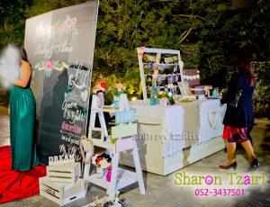 עיצוב עמדת ברכות וסולם אביזרים לקיר צילום בחתונה